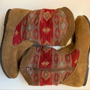 Minnetonka Baja woman's boots size 10 tan red